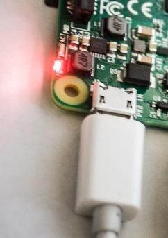 обзор Raspberry Pi Model 3 - разъём питания - фотография 1