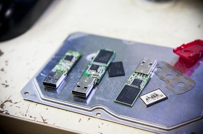 datarecovery - восстановление данных с флеш-носителей, репортаж, флешки в разборе