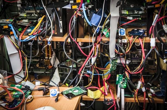 стенд для восстановления данных с жестких дисков
