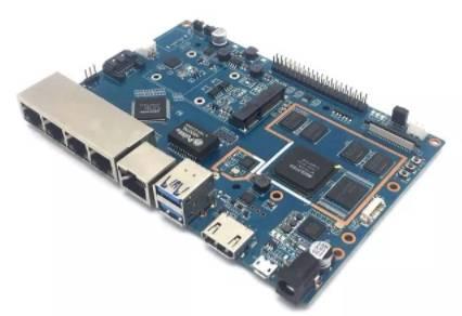 это не роутер - это rapsberry, но даже на них делают маршрутизаторы